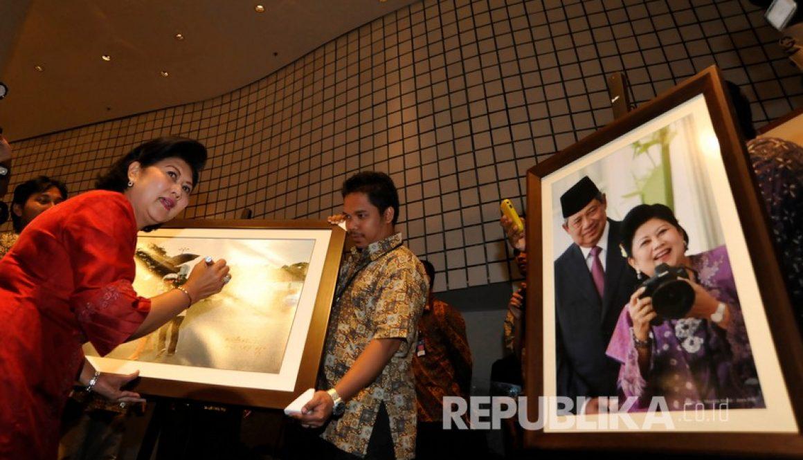 File foto) Ani Yudhoyono dikenal memiliki hobi fotografi.