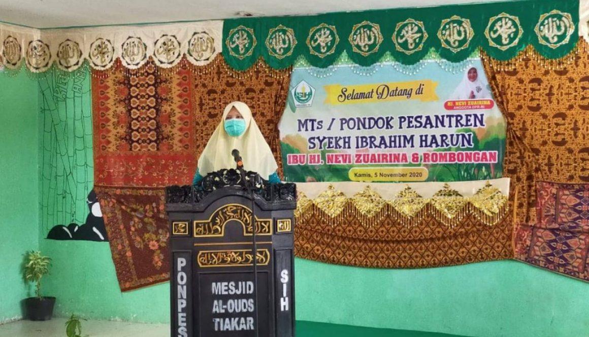 Hj. Nevi Zuairina Serahkan Bantuan Untuk Pondok Pesantren dan Rumah Qur'an