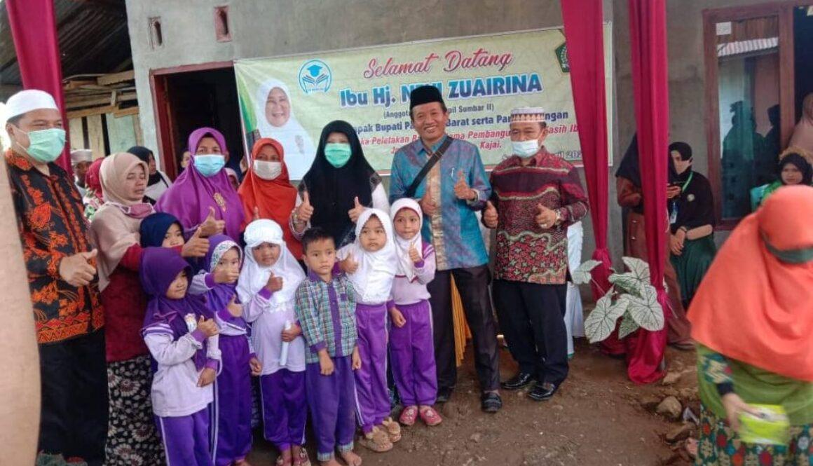 Nevi Zuairina melakukan Peletakan Batu Pertama Sekolah Dhuafa di Pasaman Barat