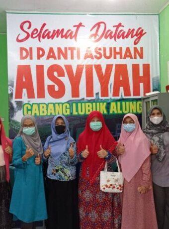 Bersama Forum Jurnalis Perempuan Indonesia Wilayah Sumbar, Nevi Zuairina Salurkan Sembako ke Panti Asuhan
