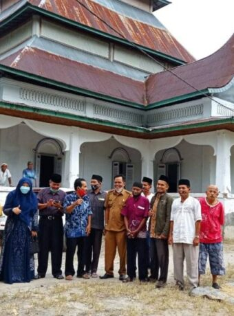 Bertemu Tokoh Masyarakat, Anggota DPR RI Komisi VI Hj Nevi Zuariana Kunjungi Masjid Raya Nagari Balah Aie Lubuk Pua