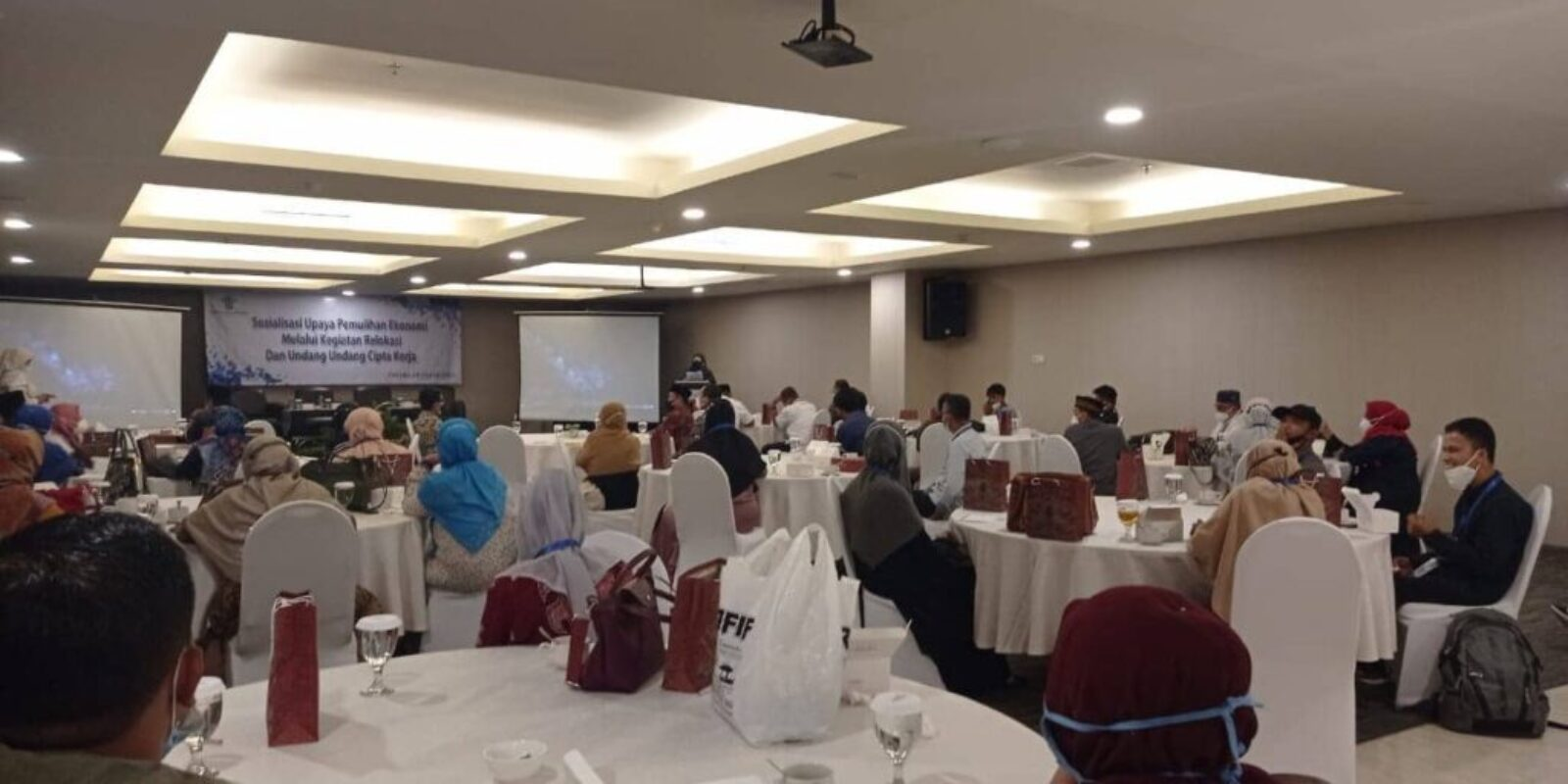 Di Sumbar, Nevi Zuairina Turut Sosialisasi Upaya Pemulihan Ekonomi Bersama Mitra Kerja Komisi VI