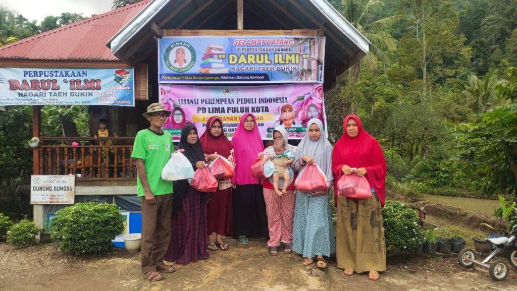 Jelang HUT RI, Nevi Zuairina dan ALPPIND Laksanakan Penyebaran Paket Sembako, APD dan Al Qur'an